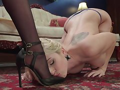 Submissive blonde plays be in contact MILF's dominant position