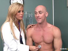 Dirty doctor Amber Lynn takes off her raiment to have amazing sex