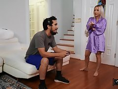 Big MILF Quinn Waters drops her panties for a quickie. HD
