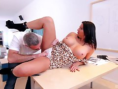 MILF screams with serious inches demolishing her cunt