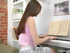 Modest teen Melissa is playing the piano and masturbating her pussy