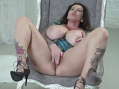 Tattooed chunky lady in high heels loves working chiefly her wet pussy