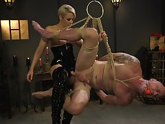 Dominant woman ass fucks male depending in vilifying BDSM